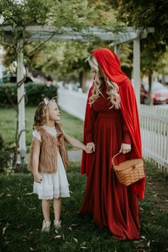 Halloween Costume Ideas for mom and daughter. Advertisements Halloween Costume Ideas for mom and daughter. Mother Daughter Halloween Costumes, Babys 1st Halloween, Mom Costumes, Fairy Halloween Costumes, Baby Girl Halloween, Couple Halloween, Halloween Cosplay, Halloween Kids, Costume Ideas