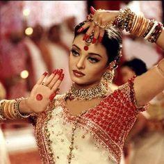 Aishwarya Rai in Sari Beautiful Bollywood Celebrities HD Wallpapers Mangalore, Bollywood Songs, Bollywood Fashion, Bollywood Actress, Bollywood Makeup, Bollywood Jewelry, Bollywood Saree, Indian Bollywood, Aishwarya Rai Photo