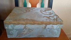 Schoenendoos bekleed met zijden stof en oud kantband. Zelf gemaakt. D.I.Y.