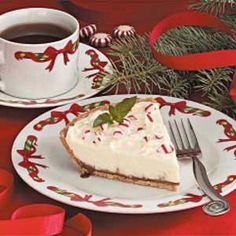 White Chocolate Mint Pie Recipe -Two classic holiday flavors-chocolate and peppermint-combine in this creamy, rich pie. For added sweetness, drizzle each piece with chocolate syrup. Chocolate Mint Pie Recipe, Chocolate Wafer Cookies, Chocolate Wafers, Mint Chocolate, Chocolate Syrup, Pie Recipes, Dessert Recipes, Dessert Bars, Pastries