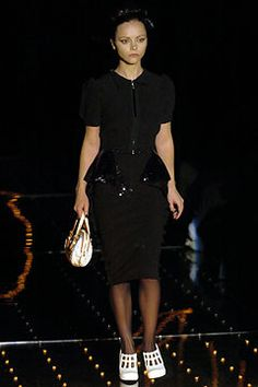 Louis Vuitton Spring 2005 Ready-to-Wear Fashion Show - Christina Ricci