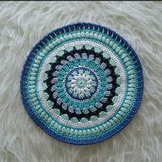 Ocean mandala Mini Quilts, Doilies, Crochet Projects, Beach Mat, Decorative Plates, Outdoor Blanket, Ocean, Sewing, Crochet Coaster Pattern