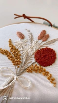 Hand Embroidery Patterns Flowers, Hand Embroidery Projects, Hand Embroidery Videos, Embroidery Stitches Tutorial, Embroidery Flowers Pattern, Simple Embroidery, Embroidery Hoop Art, Hand Embroidery Designs, Modern Embroidery