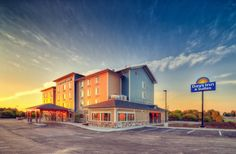 Days Inn Lindsay has a spacious, modern event space with multiple partitions to accommodate smaller corporate meetings of 10 up to large scale functions of up to 140 people.