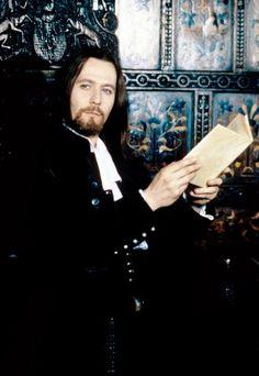 Gary como el reverendo Arthur en la Letra Escarlata. Como para pecar!!!!