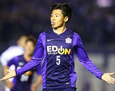 [ J1:第7節 広島 vs F東京 ] 0-0で迎えた80分、ホームの広島は左からのCKを千葉和彦(写真)がニアサイドで合わせて待望の先制点をあげる。千葉は今季初ゴールとなった。 タグ:千葉和彦  2014年4月12日(土):エディオンスタジアム広島