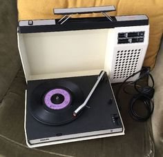 eBay watch: 1970s retro Philips 423 portable record player
