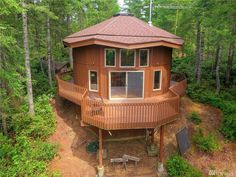 This is a 900 sq. ft. round cabin on 1.25 acres in Tahuya, WA. It's listed for sale on Zillow for $187,777. Please enjoy, learn more, and re-share below. Thank you! 900 Sq. Ft. Round Cabin on…