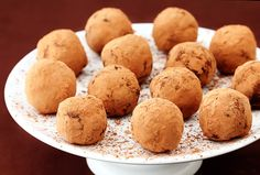 Baileys chocolate truffles recipe and other Baileys dessert recipes.,,the truffle is rich and yummy! Köstliche Desserts, Delicious Desserts, Dessert Recipes, Yummy Food, Yummy Yummy, Candy Recipes, Baking Recipes, Truffle Recipe, Irish Recipes