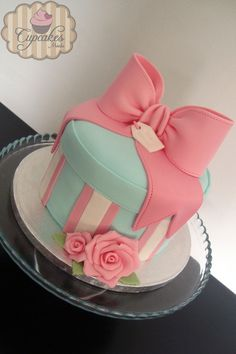 Gift Box Cake - CakeCentral.com by Lari85                                                                                                                                                                                 More