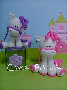 Make of fondant Polymer Clay Animals, Polymer Clay Crafts, Diy Clay, Cake Paris, Fondant Animals, Fondant Decorations, Clay Figurine, Fondant Toppers, Cute Clay
