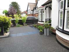 Resin Driveways in Essex Resin Driveway, Driveway Paving, Driveway Design, Driveway Landscaping, Driveway Ideas, Paving Slabs, Front Gardens, Small Gardens, Outdoor Gardens