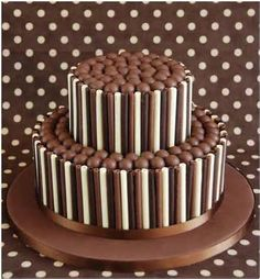 Chocolate Birthday Cake Icing Ideas - Share this image!Save these chocolate birthday cake icing ideas for later by share t Chocolate Rice Krispie Cakes, Chocolate Fudge, Chocolate Chocolate, Chocolate Finger Cake, Chocolate Grooms Cake, Chocolate Dreams, Chocolate Biscuits, Chocolate Heaven, 18th Birthday Cake