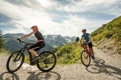 2x oder 3x wöchentlich können Sie bei der geführten E-Bike Tour mitmachen. Das Panorama welches durch unsere Höhenlage von 1.400 M besonders imposant ist begleitet Sie dabei vom Anfang bis zum Ende. Schwingen Sie sich aufs Bike und machen Sie mit im ADLER INN Biker, Bicycle, Travel, Tours, Guys, Bike, Viajes, Bicycle Kick, Bicycles