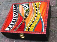 Mosaic Art - Decorative Stained Glass Mosaic Box, Handmade, Medium Size in Red… Mosaic Tray, Mosaic Wall Art, Tile Art, Mosaic Glass, Mosaic Tiles, Glass Art, Mosaics, Mosaic Crafts, Mosaic Projects