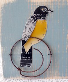 Original pinner sez: Recycled art plaque by Little Black Rabbit. She's on Etsy and at various art fairs. Love her attention to color and shading. Tin Can Art, Tin Art, Found Object Art, Found Art, Collages, Collage Art, Bird Crafts, Metal Crafts, Art Antique