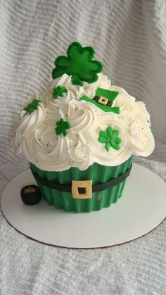 St. Patrick's Day Giant Cupcake Cake on Cake Central