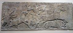 IMPERIO ASIRIO: Cacería de leones de Assurnassirpal II. Procede del palacio de este rey en Nínive (s. IX a.C.). Los asirios consiguieron importantes logros en el relieve, especialmente en la representación faunística. Los individuos, en cambio, no consiguen librarse totalmente de convencionalismos como la rigidez.