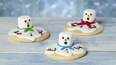 Melted Snowman Sugar Cookies Better hurry up and eat them! These sugar cookies are melting away…Transform your favorite sugar cookies into melting snowmen in just a few minutes. Christmas Goodies, Christmas Desserts, Christmas Treats, Christmas Baking, Holiday Treats, Christmas Recipes, Christmas Appetizers, Betty Crocker, Pie Cake