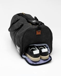 The perfect duffle bag with synthetic leather strap detailing, a separate shoe compartment and padded shoulder strap, from Herschel Supply Co. Fully lined with Herschel's Custom Fabric. Heavy duty weather resistant canvas coating, forty five liter capacit