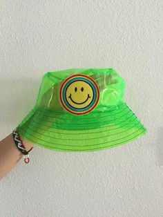Yea bucket hats are everywhere but do are they this rad? Perfect to stay dry in style this fall! Retro Outfits, Cool Outfits, Fashion Outfits, Fashion Tips, 80s Fashion, Korean Fashion, Fashion Online, Aesthetic Fashion, Aesthetic Clothes