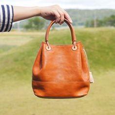 tasola online shop に 2wayトートも追加しました 本日も週末open始まっております☀️ #tasola #leather #leathercraft #leatherbag #bag #craft #handmade #2way #革仕事 #革仕事のお店tasola #革鞄 #バッグ #カバン #革 #牛革 #本革 #レザーバッグ #クラフト #手づくり #ハンドメイド #手仕事 #手仕事のある暮らし