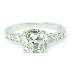 cushion cut diamond with shoulder stones