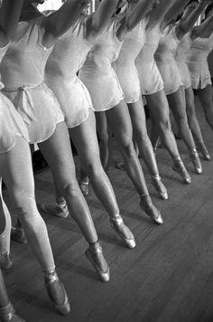 fawnvelveteen: ballet dancers rehearse 1936 / alfred eisenstaedt