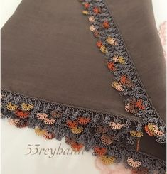 Görüntünün olası içeriği: 1 kişi Olay, Knots, Bohemian Rug, Crochet, Crochet Decoration, Herbs, Amigurumi, Embroidery, Knot