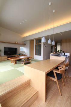 Stilvolles Esszimmer von 福田 康 紀 建築 計画 Japanese Modern House, Japanese Living Rooms, Japanese Interior Design, Japanese Home Decor, Home Interior Design, Interior Architecture, Muji Home, Bedroom Minimalist, Tatami Room