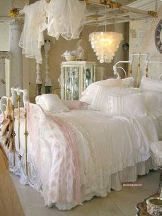 Shabby Chic - HOW WONDERFUL TO BE A LITTLE GIRL, GROWING UP IN THIS VERY PRETTY BEDROOM!!⚜ #shabbychicbedroomspink