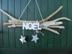 - NOEL - 5 branches de bois flottées reliées entre elles accueillent le mot NOEL avec s. 5 connected driftwood branches welcome the word NOEL with its 2 bells and a star and a white fir tree two other stars are suspended Largueur - Noel Christmas, Rustic Christmas, Winter Christmas, Christmas Projects, Christmas Crafts, Christmas Ornaments, Driftwood Crafts, Xmas Tree, Fir Tree