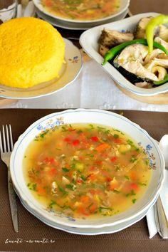 Cred că n-am să uit niciodată primul borș de pește dobrogean mâncat în Deltă, la Mila 23. Eram o copilă de vreo 10-11ani, iar întreg procesul preparării acelui borş a fost fascinant şi foarte departe de tot ceea ce ştiam eu despre mâncare până atunci. Primul şoc a fost să o văd pe gazda noastră...Read More Romanian Food, Romanian Recipes, Cabbage Soup, Diy Kitchen, Cheeseburger Chowder, Seafood, Vegetarian Recipes, Curry, Food And Drink