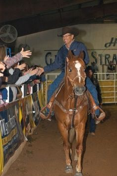 George Strait~THE love of my life❤ Country Music Artists, Country Music Stars, Country Singers, George Strait Pure Country, Country Men, Country Girls, Rodeo Life, Idole, King George