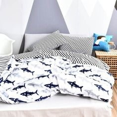 Top fashion fish themed twin size bedding sets in soft color that create a luxurious feminine look. The holiday style fishing themed fish print twin size bedding sets are reversible, so you can instantly change the appearance of your bedroom. Mens Bedding Sets, Blue Bedding Sets, Toddler Girl Bedding Sets, Queen Bedding Sets, Luxury Bedding Sets, Comforter Sets, King Comforter, White Quilt Bedding, Duvet Bedding