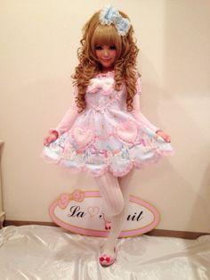 The skirt is way too short for lolita. I feel it leans more towards gyaru. Gyaru Fashion, Harajuku Fashion, Kawaii Fashion, Lolita Fashion, Cute Fashion, Asian Fashion, Girly Outfits, Cute Outfits, Edgy Dress