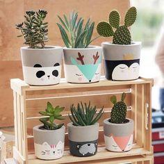 Painted Plant Pots, Painted Flower Pots, House Plants Decor, Plant Decor, Tassen Design, Motif Art Deco, Concrete Crafts, Creation Deco, Diy Planters