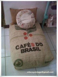 videcoyvintage Deco: Almohadón Puff con bolsa de café