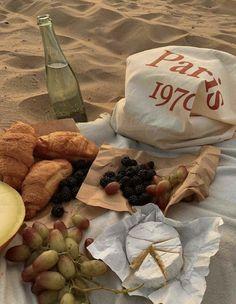 Cute Food, Good Food, Yummy Food, Comida Picnic, Picnic Date, Think Food, Aesthetic Food, Food Cravings, Delish
