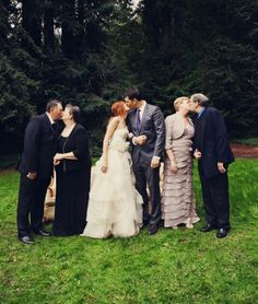 CREATIVE FAMILY WEDDING PHOTO IDEA