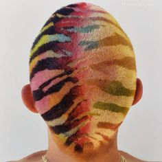 de kleuren though Creative Hairstyles, Cool Hairstyles, Hair Inspo, Hair Inspiration, Shaved Head Designs, Style Audacieux, Buzzed Hair, Natural Hair Styles, Short Hair Styles