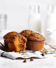 Pumpkin Chocolate Muffins | Browned Butter Blondie | An easy and delicious pumpkin chocolate muffin recipe that is ridiculously moist and full of warm fall spices and swirls of melted chocolate. Freeze them for an quick weekday breakfast or afternoon snack. Muffin Recipes, Cupcake Recipes, Chocolate Pumpkin Muffins, Beautiful Cupcakes, Afternoon Snacks, Brown Butter, Melting Chocolate, Holiday Recipes, Sweet Treats