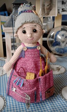 A sweet crafty helper who keeps all your notions organized and stored in their place. Do you remember the crochet ho Crochet Dolls Free Patterns, Crochet Motifs, Knitting Patterns, Crochet Gifts, Cute Crochet, Crochet Toys, Crochet Pincushion, Crochet Organizer, Cute Christmas Tree
