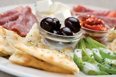 Avo Del Mezza. Enjoy our platter of delights! Salami, olives, feta, sun-dried tomatoes and sliced avocado (seasonal) served with crispy garlic flat bread. A delicious light meal for one, or perfect to share as a starter!   Panarottis http://www.panarottis.co.za/ourmenu/lightmeals