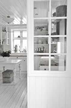 Swedish Cottage, Shabby Cottage, Shabby Chic, Apartment Therapy, Kitchen Interior, Kitchen Design, Kitchen Dinning Room, Scandinavian Living, White Rooms
