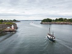 The most unique location in Helsinki! This is the Kustaanmiekka strait, a narrow passage that even the largest ships need to navigate through when entering Helsinki South harbor. Finland Travel, Small Boats, Helsinki, Travel Photos, My Photos, Ships, Landscape, Unique, Boats