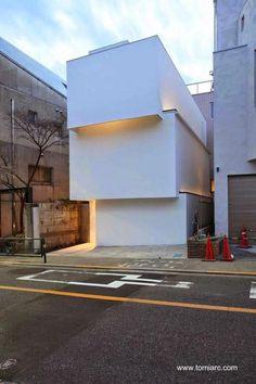 Curiosa fachada minimalista en Japón - Arquitectura Tetsushi Tominaga www.tomiarc.com