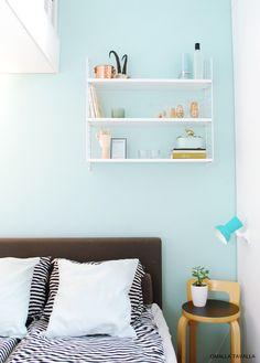 String-shelf on the wall Fall Bedroom, Cozy Bedroom, Teen Curtains, String Shelf, White Headboard, Best Homemade Dog Food, Bathroom Colors, My New Room, Minimal Design