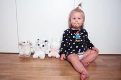 Kids. Photo kids. Girl. Swedish girl. 18 months old. Pippi Långstrump.  Den här bloggen drivs av en snart 24 år gammal mamma och fru från Björklinge, Uppsala. Här kommer ni få följa min vardag som mamma till Thea, född 2015-08-14, men det kommer även dyka upp inlägg om kläder, inredning och en hel del känslor. I januari 2017 gjorde vi en sen abort (efter 22 hela veckor) av vår son efter att fått veta på rutinultraljudet att han både hade allvarliga hjärtfel och en ovanlig kromosomavvikelse..
