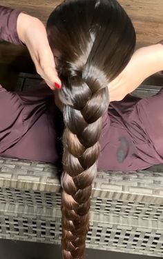 VIDEO - A lot of oil for a lot of hair - RealRapunzels Really Long Hair, Super Long Hair, Beautiful Braids, Beautiful Long Hair, Single Braids Hairstyles, Casual Hairstyles, Luxy Hair, Braids For Long Hair, Braid Hair